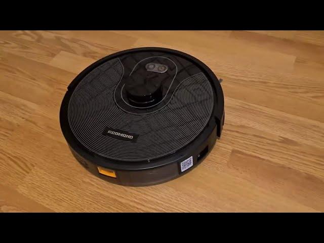 Умный робот-пылесос REDMOND RV-R670S WiFi в работе