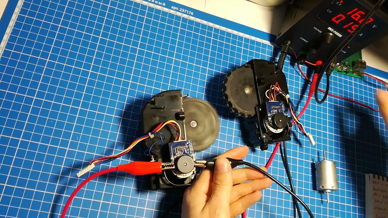 Ремонт робота-пылесоса Kitfort KT-504 Panda X600. Замена двигателей колес и щеток.